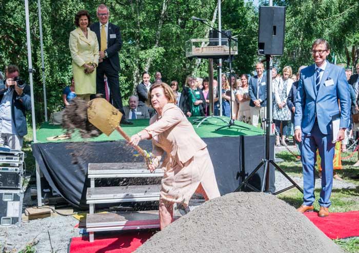 Drottningen hyllade Ågrenska: Vi får aldrig ge upp kampen