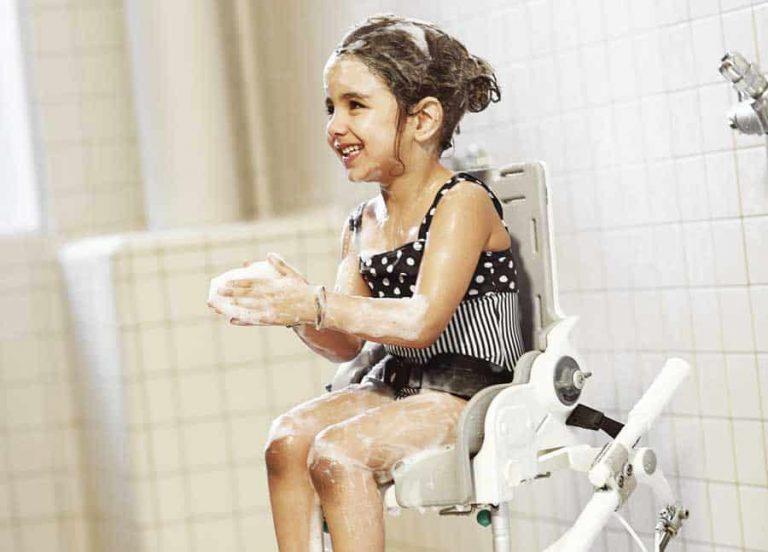 Äntligen kan sitsen hissas upp och ner på dusch- och toastolen