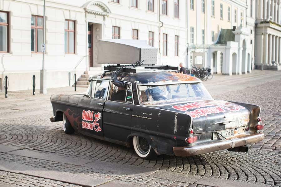 Anders Westgerd i raggarbil. Foto: Caroline Bräutigam