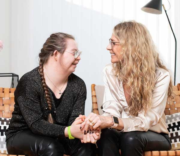 Hedvig och Jessica Roos Rahmquist. Foto: @photobytrimmel.