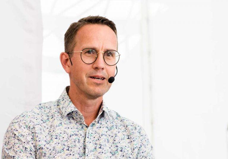 Lars Lööw utreder förstatligande av personlig assistans