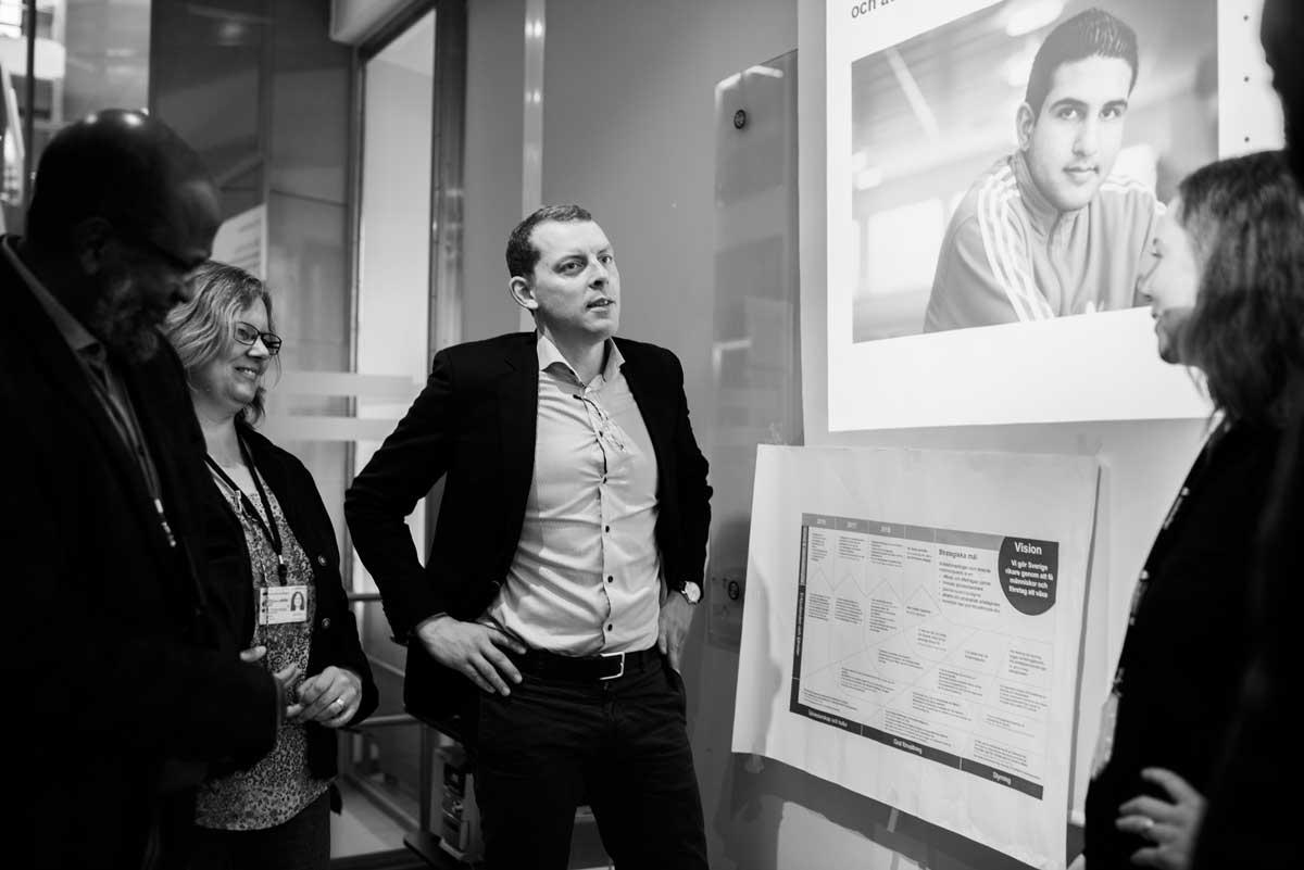 Martin Vadelius leder avdelningen för rehabilitering på Arbetsförmedlingens huvudkontor. Foto: Linnea Bengtsson.         Yrkesjakten. Foto: Linnea Bengtsson 