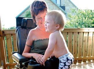 Foto på Ninnie Wallenborg och sonen Liam.