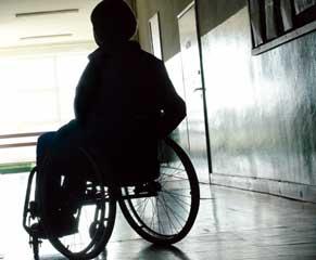 Foto på pojke i rullstol