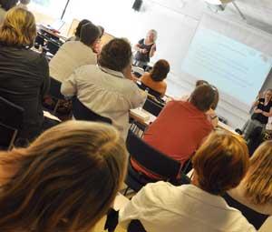 Dagens första seminarium blev fullsatt med föräldrar och personal intresserade av verktyg för att arbeta med unga med Aspergers syndrom.