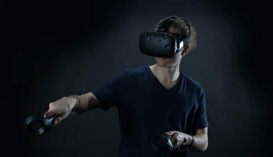 Tobiis ögonstyrning kommer nu inbyggd i VR-headset. På Leva & Fungera kommer Tobii att visa de nya möjligheterna för kommunikation och styrning av omgivningen. Foto: Tobii.
